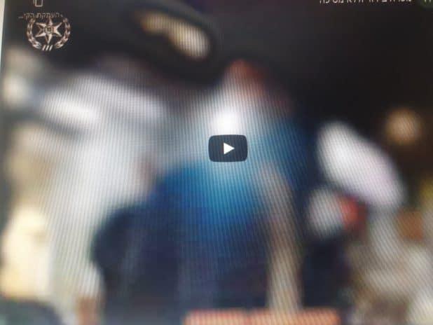 מפרת בידוד נתפסה בחנות \ צילום: דוברות המשטרה