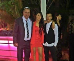 סתיו סוויסה עם אביה שלמה ואחיה ליאור \ צילום: פרטי