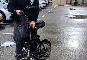 סיירי הביטחון והשיטור העירוני החרימו את האופניים החשודים כגנובים | צילום: דוברות עיריית עכו