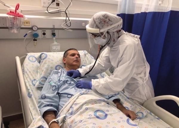 הרופאה ואביה במחלקת הקורונה | צילום: דוברות בית החולים