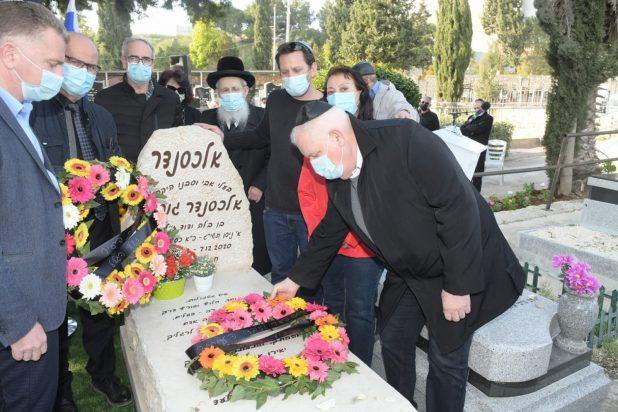 על קברו של גופמן ז