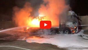 שריפת משאית בקרית חיים   צילום: כיבוי אש
