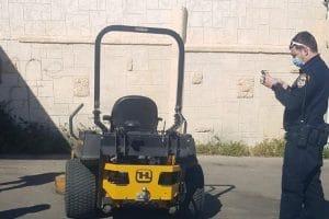 מכסחת דשא היא גם כלי נהיגה | צילום: דוברות המשטרה