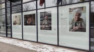 אריה גולדברג בתערוכה בברלין (שני מימין). צילום: מרלן נוי