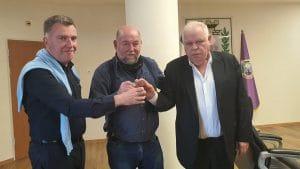 ראש העיר רונן פלוט יחד עם ברון וגדלקין (צילום: באדיבות דוברות העירייה)