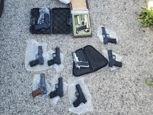 האקדחים שנתפסו (צילום: דוברות המשטרה)