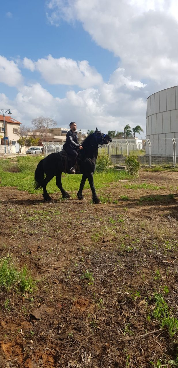 הבן אורון על הסוס של אבא | צילום: באדיבות המשפחה