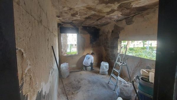 משפצים את הבית שנשרף | צילום באדיבות אסי הג'וקר