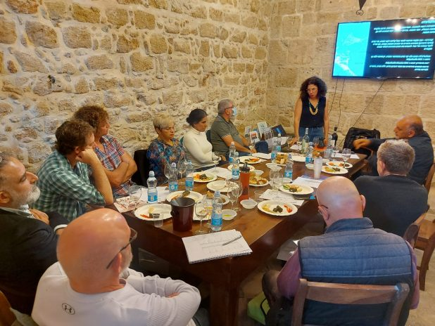מפגש מועדון היין של עכו יין בחומות בבית התיירנים | צילום: שלמה מוסרי
