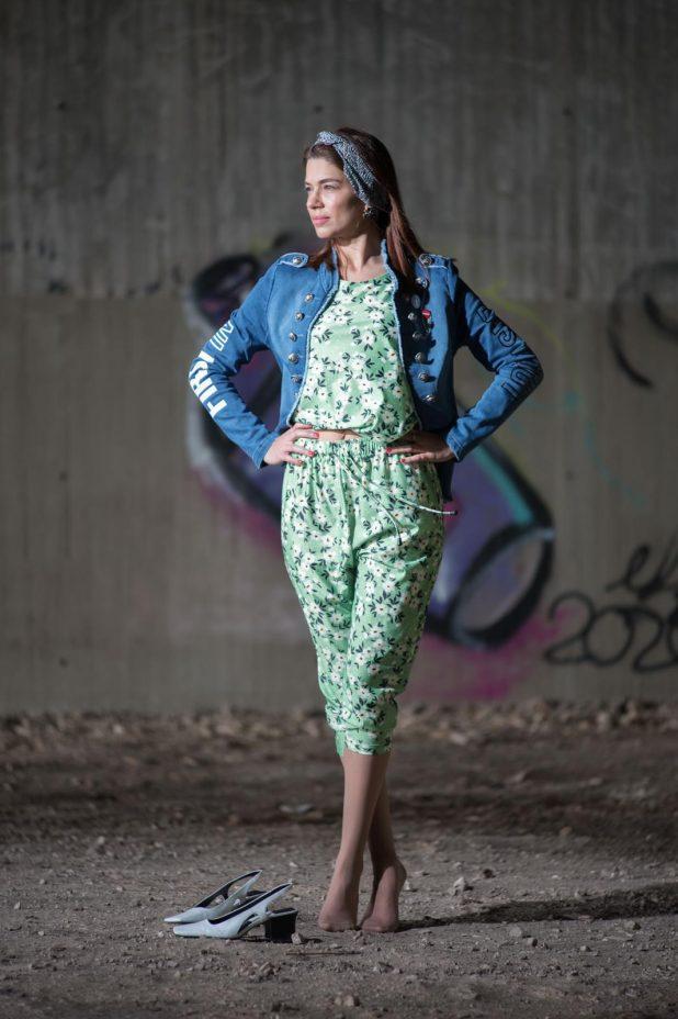 חליפה פרחונית| צילום: דורון גולן | ביגוד: ענת דברים יפים