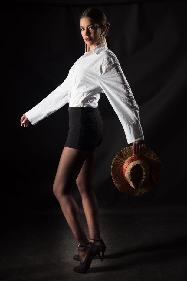 פשוט אישה | צילום דורון גולן | בגדים: ענת בגדים יפים