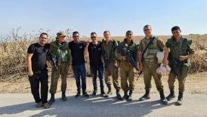שף יוסף גנון והחיילים | צילום באדיבות שלי גנדל