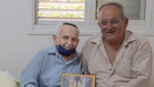 פואד ואהרון עם הספר 'אנדור' אחרי ההתרגשות והדמעות | צילום: פואד ריזאק