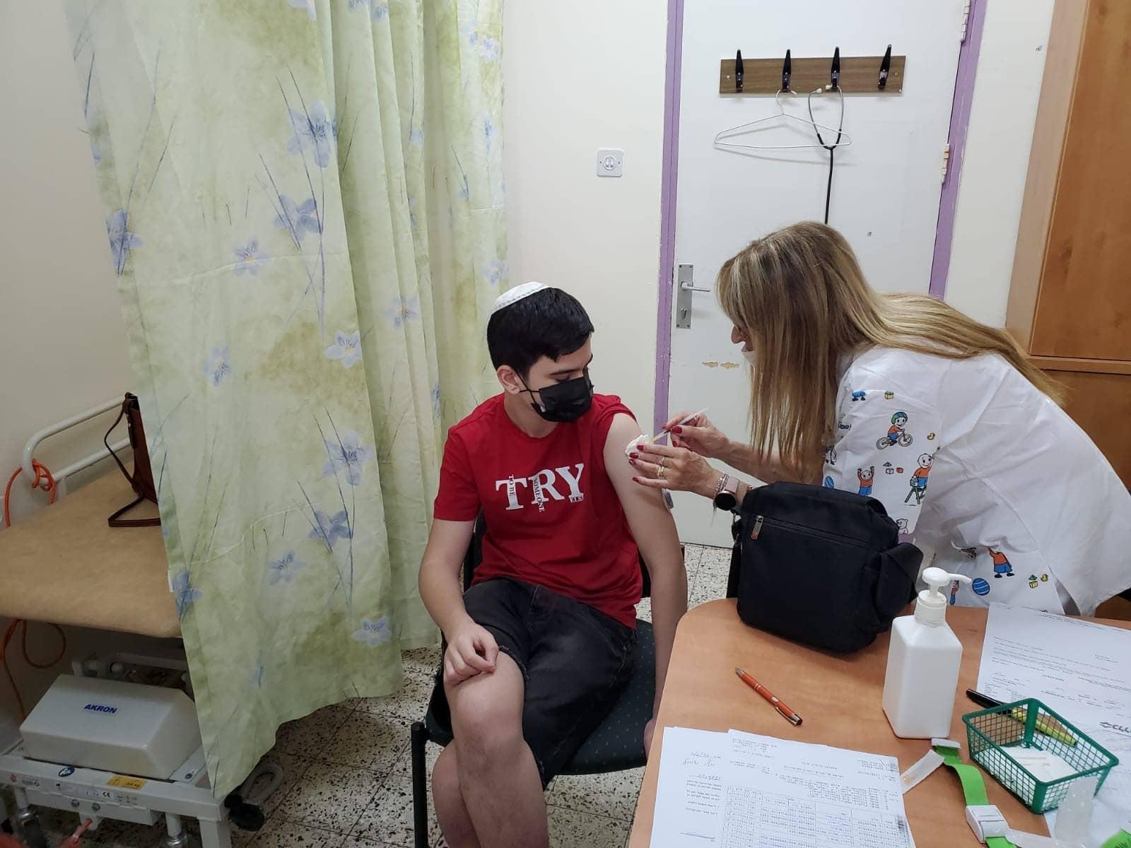 חיסון קורונה לבני נוער   צילום: דוברות כללית