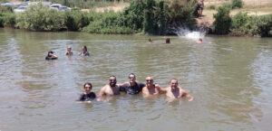 נהנים במימי הירדן הצוננים (צילום באדיבות בן ביטחון)
