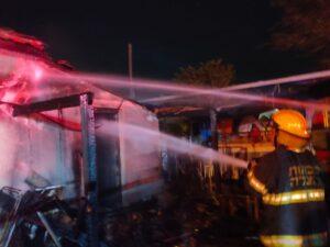 שריפה בבית פרטי בקרית חיים   צילום: דוברות כיבוי אש
