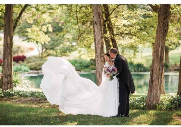 לא מיהרה לצאת להרפתקה. פלורי ומייקל ביום חתונתם (צילום באדיבות המצולמים)